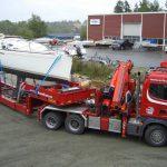 transport av båt med kranbil