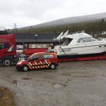 lastebil med båt bak 5