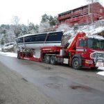 lastebil med båt på lasteplanet 4