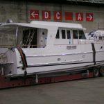fritidsbåt med hytte