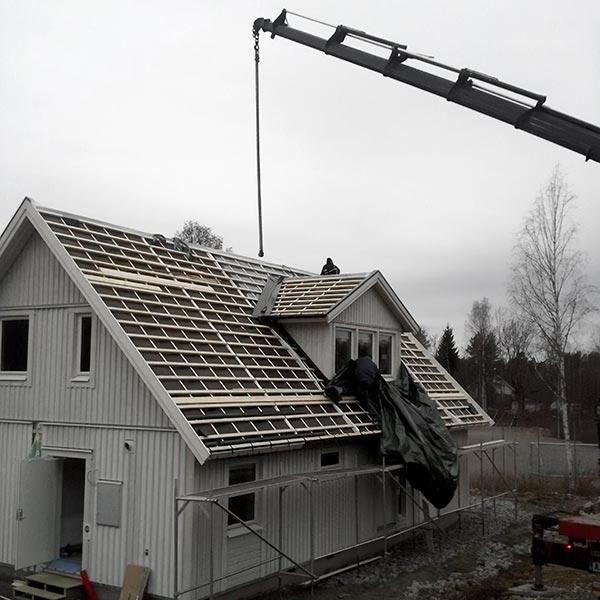 Heising av tak med kran
